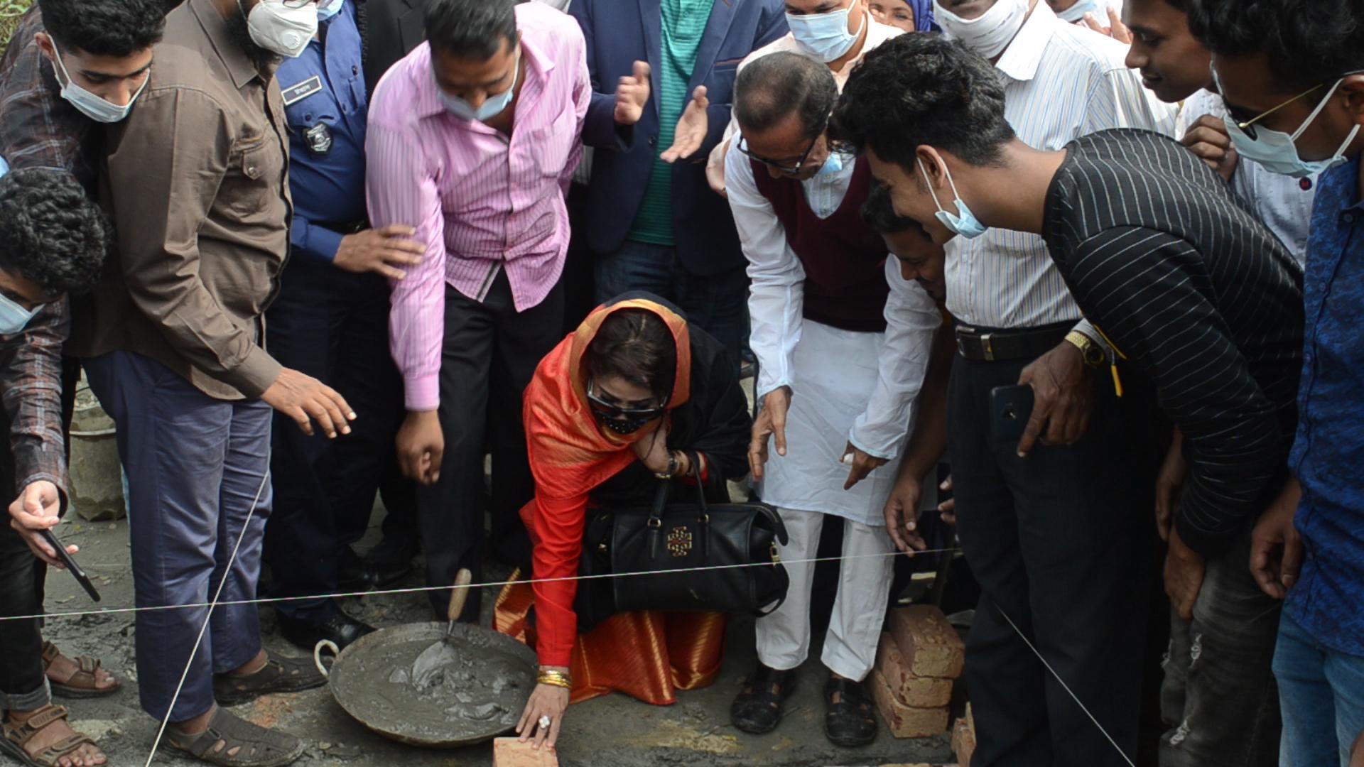 কবিরহাটে মুজিববর্ষের উপহার ১০টি ঘরের নির্মাণ কাজের উদ্বোধন